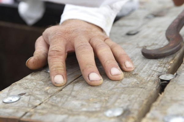 Hand eines Mascerados da Corda, Ort Biscoitos, Insel Terceira, Azoren, Portugal