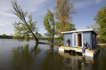 Bungalow Boot, Breitling See, Insel Kiehnwerder, Brandenburg, Deutschland