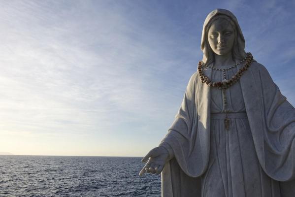 """Trauerstelle/Mahnmahl zum Gedenken der Opfer der """"Costa Concordia"""", Giglio Porto, Insel Giglio, Toskanischer Inselarchipel, Toskana, Italien"""
