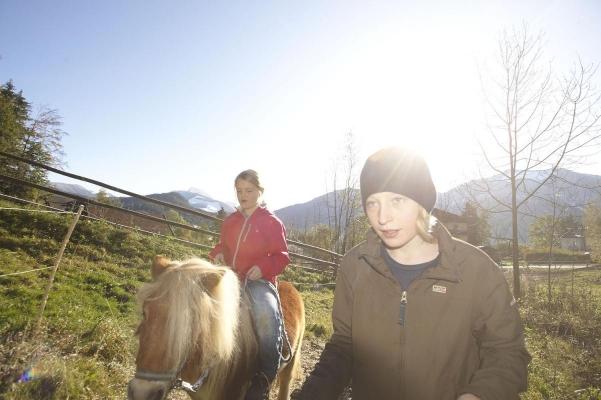 Ponyreiten, Hotel Ebners Waldhof, Fuschl am See, Salzkammergut, Salzburg, Oesterreich