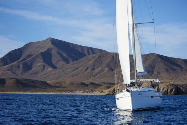 Segelboot,Typ: Bavaria 46 Cruiser, vor den Papagayo Straenden, bei Playa Blanca, Suedkueste Lanzarote, Atlantik, Atlantischer Ozean, Kanarische Inseln, Spanien