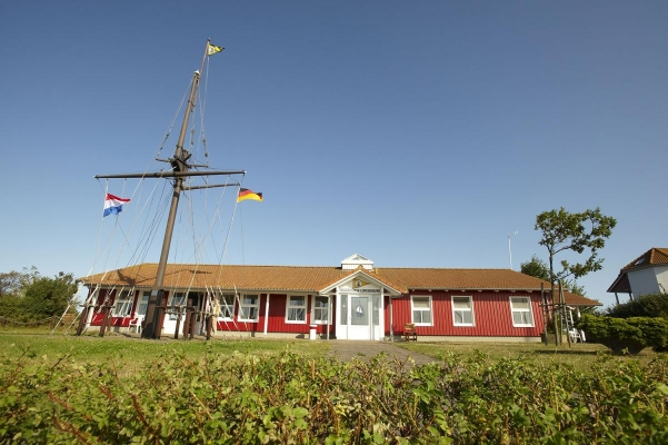 Vereinshaus, Yachthafen Lemkenhafen, Insel Fehmarn, Schleswig-Holstein, Sommer 2009