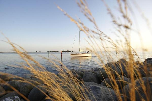 Zufahrt Yachthafen Lemkenhafen, Insel Fehmarn, Schleswig-Holstein, Sommer 2009
