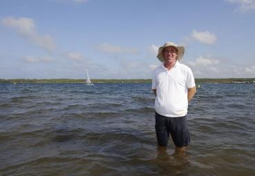 Ian Aldridge (37), Segellehrer aus Brighton in England, Beachmanager, Segel- und Windsurfcenter Minorca Sailing, Bucht von Fornells, Fornells, Insel Menorca, Balearen, Spanien