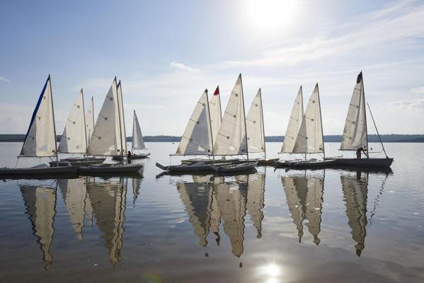 Segel- und Windsurfcenter Minorca Sailing, Bucht von Fornells, Fornells, Insel Menorca, Balearen, Spanien