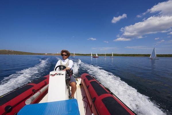 Modesto Cuenca (39), Segellehrer aus Menorca, Segel- und Windsurfcenter Minorca Sailing, Bucht von Fornells, Fornells, Insel Menorca, Balearen, Spanien