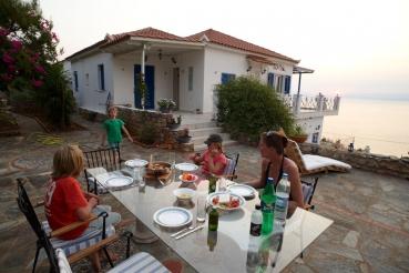 Ferienhaus zwischen Akrogialoin und Kitries, Messenischischer Golf,  Peloponnes, Griechenland, Sommer 2009, model released