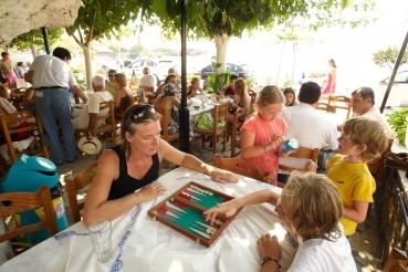 Taverne in Stoupa, Messenischischer Golf,  Peloponnes, Griechenland, Sommer 2009