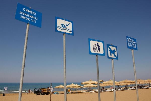Strand bei Agios Nikolaos, Golf von Kyrpassia, Peloponnes, Griechenland, Sommer 2009