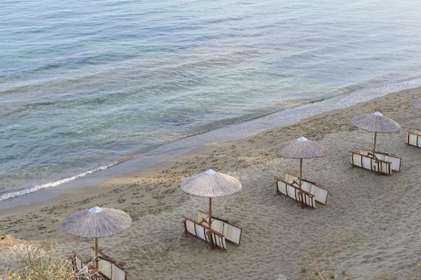 Strand Megali Amos, bei Skiathos Stadt, Insel Skiathgos, noerdliche Sporaden, Griechenland