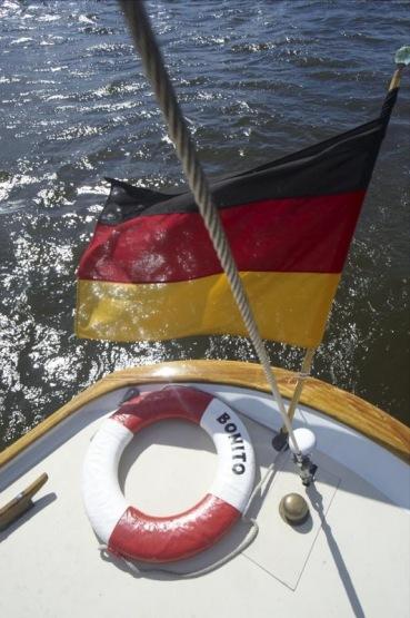 "SY \""Bonito\"", Elbe bei Finkenwerder, Hamburg"