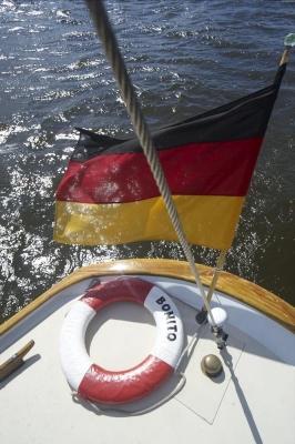 "SY ""Bonito"", Elbe bei Finkenwerder, Hamburg"