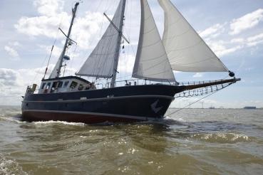 """Motorsegler """"Heimkehr"""", Marlene und Bert Frisch, Elbe vor Cuxhaven"""