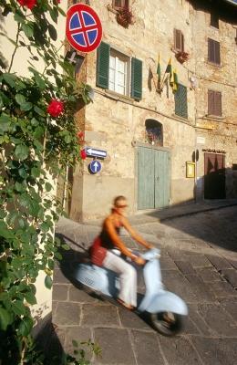 Italien, Toskana, Lucignano, Vespa (Modell 1966)