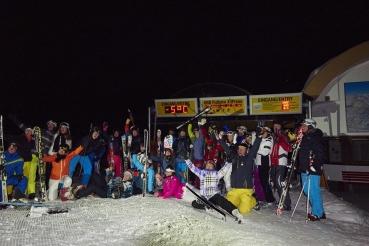 Nachtski, Skifahrer bei Nacht, Gruppenportraet der Veranstaltung Moonlight Skiing & Dinner, bei Koenigsleiten, Zillertal Arena, Zillertal, Tirol, Oesterreich