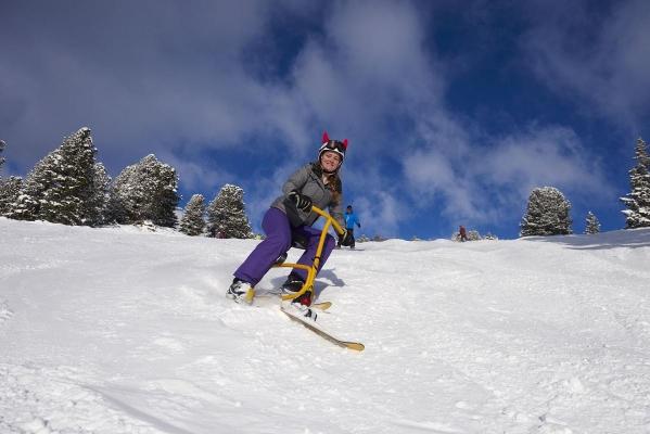 Snowbike, Maedchen, Jugendliche, junge Frau auf Snowbike, Piste, Schnee, Berge, verschneite Baeume, bei Rosenalm, Zillertalarena, Zillertal, Tirol, Oesterreich