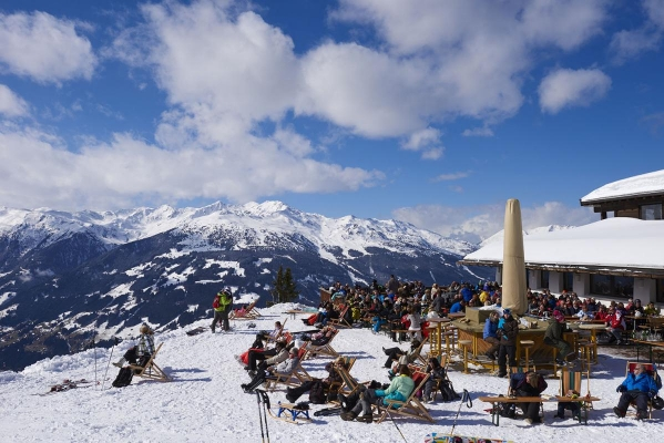 Huette, Restaurant, Berghuette, Gastronomie, Aussengastronomie, Berghuette Rosenalm (1744 Meter Hoehe), Zillertal Arena, Zillertal, Tirol, Oesterreich
