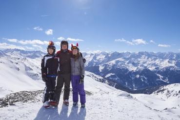 Bergpanorama, Blick ueber die Berge des Zillertals, Blick vom Uebergangsjoch (2500 Meter Hoehe), schneebedeckte Berge, Gegenliocht, Geschwister, Skigruppe, Winterferien, Skigebiet, Zillertal Arena, Zillertal, Tirol, Oesterreich