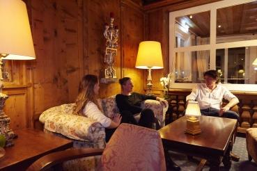 Salon, Bar, Sitzgruppe, Familie, 5-Sterne-Hotel Theresa, Zell am Ziller, Zillertal, Tirol, Oesterreich