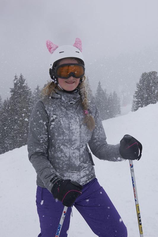 Schneetreiben, Skifahrer, Maedchen, Helm, Skibrille, Piste, Skifahrerin, eingeschneit, Zillertal, Tirol, Oesterreich